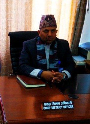काठमाडौंका सिडिओ भन्छन् : पसल खुल्दैन, आपत परे मेयरलाई फोन गर्नुस् !