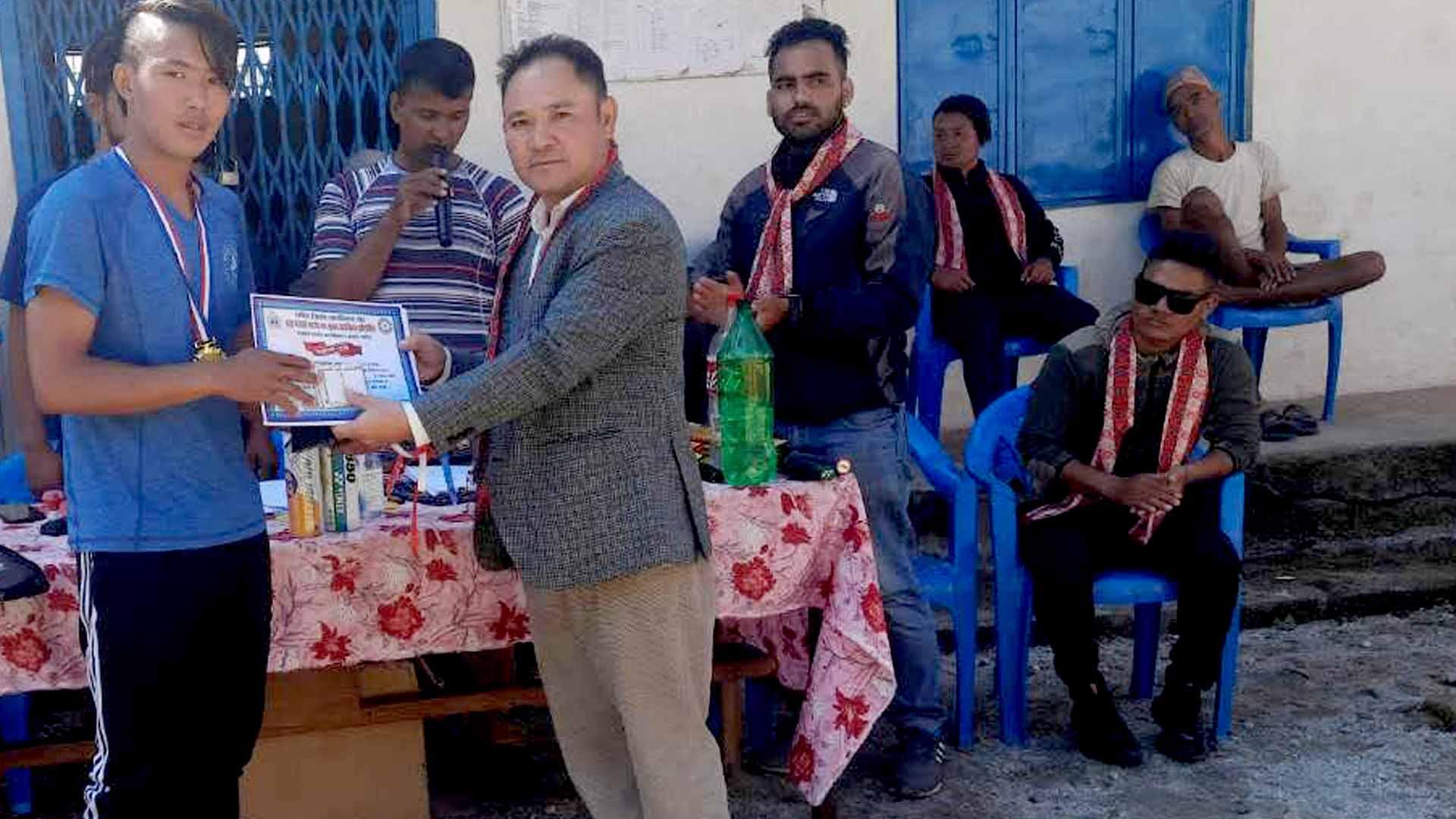 नेत्रावती डबजोङमा आयोजित ब्याडमिन्टन प्रतियोगिताको उपाधि तामाङलाई